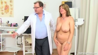 Bbw Mommy Bohunka With Vast Organic Exciting Holders Gets Her Pussy Mouths Extended By Changed Doc