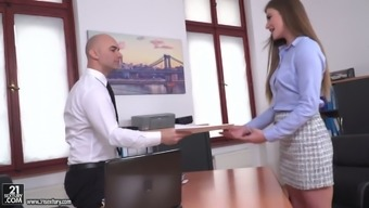 Gamine Ukrainian Counter Sarah Close Strips For Her Boss Before Warm Anal Passage