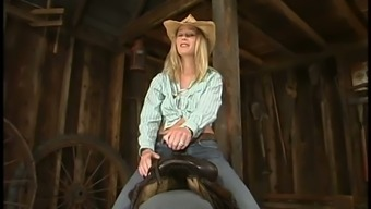 Sexy Cowgirl Is Loving That Amazing Penetration